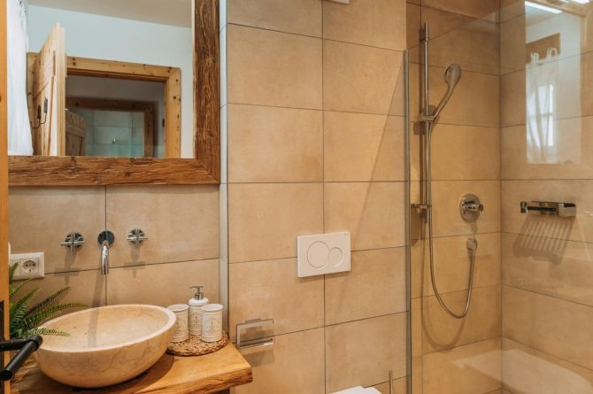Villapparte-Villa for you-Vakantiehuis Tauernlodge Krimml-luxe vakantiehuis voor 10 personen-met sauna-Salzburgerland-Oostenrijk-luxe badkamer