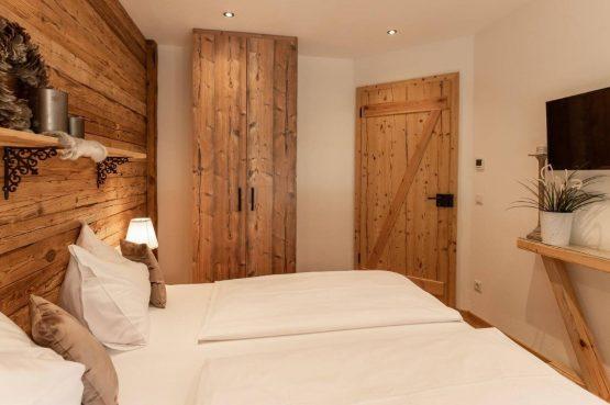 Villapparte-Villa for you-Vakantiehuis Tauernlodge Krimml-luxe vakantiehuis voor 10 personen-met sauna-Salzburgerland-Oostenrijk-romantische slaapkamer