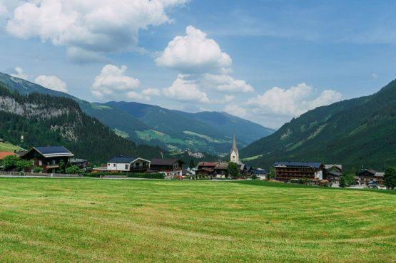 Villapparte-Villa for you-Vakantiehuis Tauernlodge Krimml-luxe vakantiehuis voor 10 personen-met sauna-Salzburgerland-Oostenrijk-uitzicht dorp