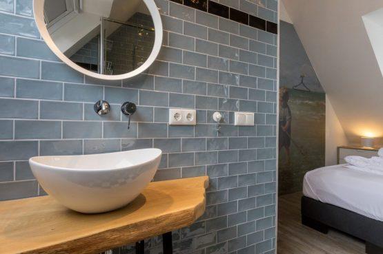 Villapparte-Welcome in Zeeland-Appartement - Schulenburg 33a-Oostkapelle-luxe appartement voor 2 personen-dichtbij het strand-Zeeland-sfeervolle badkamer