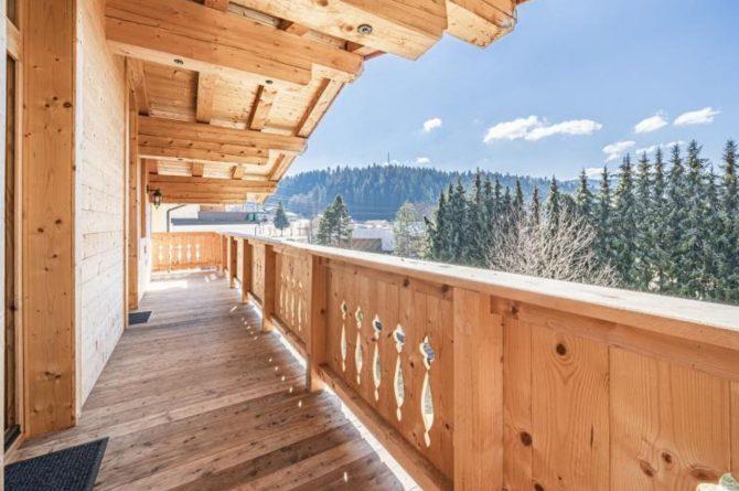 Villapparte-Villa for you-Chalet Wilder Kaiser-Luxe vakantiehuis voor 10 personen-Itter-Tirol-Oostenrijk-balkon in de winter
