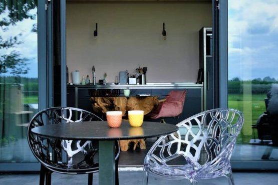 Villapparte-Natuurhuisje Drents Keienhuis-luxe vakantiehuis voor 2 personen-met sauna en hottub-Drenthe-gezellig terras