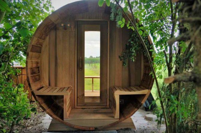 Villapparte-Natuurhuisje Drents Keienhuis-luxe vakantiehuis voor 2 personen-met sauna en hottub-Drenthe-houten buiten sauna