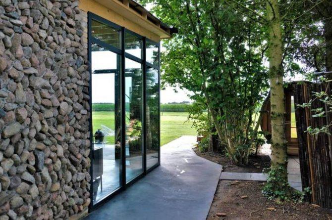 Villapparte-Natuurhuisje-Drents-Keienhuis-luxe-vakantiehuis-voor-2-personen-met-sauna-en-hottub-Drenthe-in-het-groen