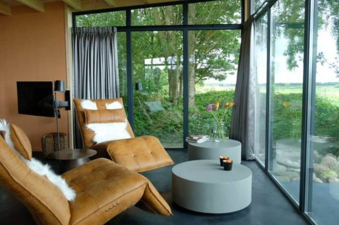 Villapparte-Natuurhuisje Drents Keienhuis-luxe vakantiehuis voor 2 personen-met sauna en hottub-Drenthe-luxe stoelen met uitzicht