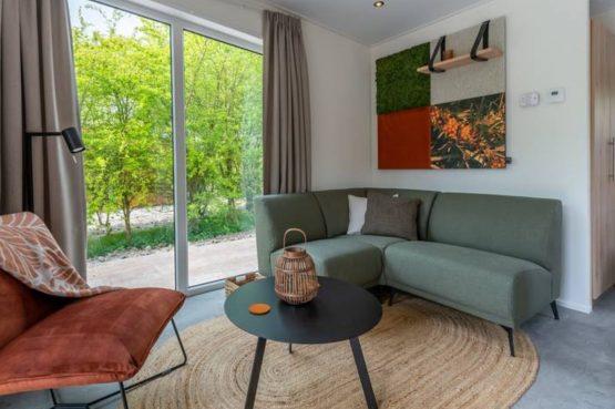 Villapparte-Natuurhuisje Duindoorn-luxe lodge voor 2 personen-Burgh-Haamstede-Zeeland-gezellige zithoek