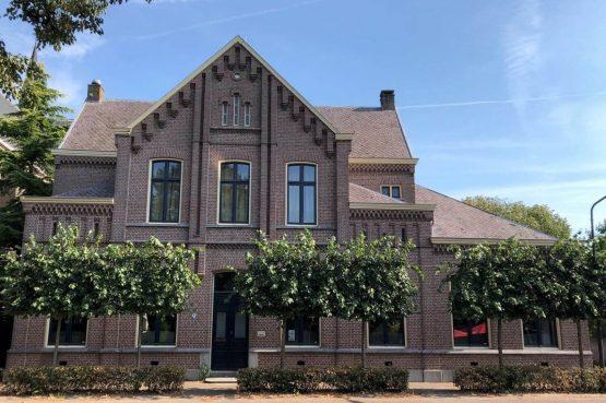 Villapparte-Special Villa's-Pastorie Lambertus -luxe vakantiehuis voor 18 personen-honden toegestaan-met zwembad-Cromvoirt-Noord-Brabant